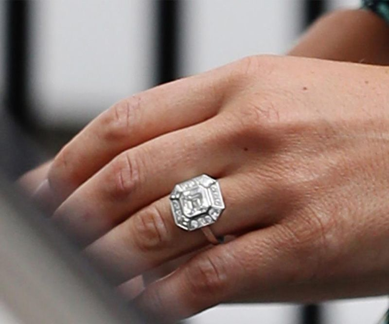 certainly went for a contrasting style when compared to her sister ...: http://www.bespokediamonds.ie/f/