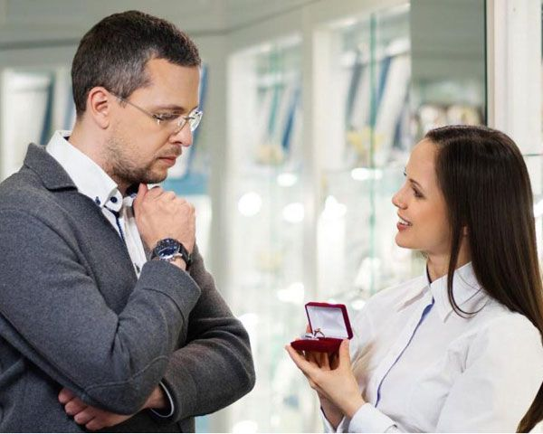 Advice For Men On How To Buy An Engagement Ring